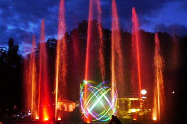 Multimediashow bestehend aus Laser, Feuer, Wasser und Licht.